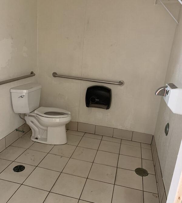 Wareham 2196 Cranberry Hwy Bathroom